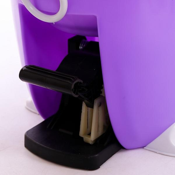 Có thể sử dụng thao tác nhấn tay hoặc đạp pedal bằng chân để giặt sạch và làm khô quay đầu lau.
